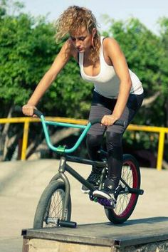 Do not be scared and keep trying Bmx Bicycle, Bicycle Girl, Bmx Bikes For Sale, Gt Bmx, Bicycle Workout, Bmx Freestyle, Bike Brands, Cycling Girls, Sporty Girls