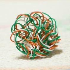 Anel com restos de fios
