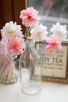 papierblumen muttertag basteln ideen geschenk glasflasche vase