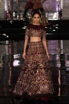 Manish Malhotra opened the India Couture Week Bollywood faces like Deepika, Katrina graced The fashion week in Delhi. Indian Bridal Outfits, Indian Bridal Lehenga, Indian Bridal Wear, Pakistani Outfits, Indian Dresses, Bridal Dresses, Pakistani Bridal, Saris, Moda India