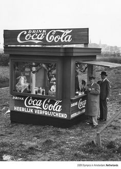 """Coca-Cola """"its time for a refreshing coke"""" Coca Cola Drink, Cola Drinks, Coca Cola Ad, Always Coca Cola, World Of Coca Cola, Coca Cola Vintage, Vintage Ads, Vintage Photos, Mountain Dew"""