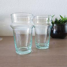 Le verre Beldi est un classique marocain des années 40. A l'origine destiné au thé ou au café au lait, son design en relief et unique lui redonne une seconde vie.  Le verre est en verre recyclé et soufflé à la bouche par les artisans.