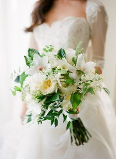Classic bridal #bouquet Photography: Jose Villa Photography - josevillablog.com
