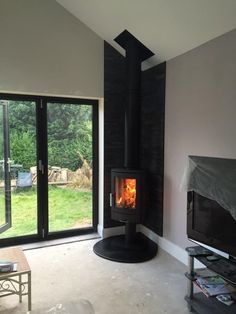 Wood burning stove fireplace corner fire 40 ideas for 2019 Freestanding Fireplace, Small Fireplace, Home Fireplace, Living Room With Fireplace, Fireplace Design, Fireplaces, Wood Burning Stove Corner, Corner Stove, Corner Log Burner