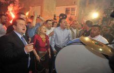 Ко то из врха власти пружа заштиту навијачкој нарко-мафији?  Учестали инциденти навијача српских клубова, од којих се последњи догодио на дербију између Црвене звезде и Партизана, све више указују да хулигани имају прикривену заштиту у политичким партијама, је�
