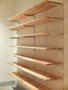 How to build garage shelves yourself! Retail Shelving, Garage Shelving, Garage Storage, Storage Shelves, Pharmacy Design, Retail Store Design, Shelf Design, Shop Interiors, Glass Shelves
