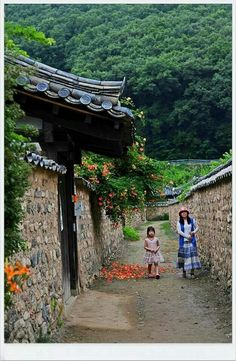 This reminds me of my moms village ❤️ Architecture Old, Architecture Details, Korea Tourist Attractions, Beautiful World, Beautiful Places, Korea Tourism, Traditional Japanese House, Japanese Home Decor, Archi Design