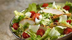 Sałatka Cezar z kurczakiem na dwa sposoby - przepis • Kuchnia Lidla Salad Bar, Cobb Salad, Lidl, Toddler Meals, Potato Salad, Salads, Curry, Ethnic Recipes, Food