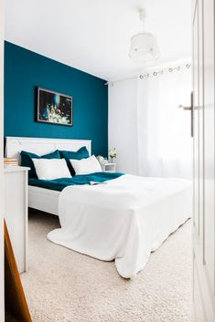 Nice Idee Deco Chambre Bleu Turquoise that you must know, You?re in good company if you?re looking for Idee Deco Chambre Bleu Turquoise Bedroom Wall Designs, Home Decor Bedroom, Bedroom Furniture, Best Bedroom Colors, Bedroom Turquoise, Blue Rooms, House, Penguin Socks, Nouveaux Parents