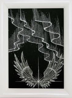【オーロラと光の翼 】オーロラの意味は、ローマ神話の曙 の女神で「夜明けの女神」と言う 意味で、大きな幸運が舞い込む幸運 の象徴だそうです。  喉の調子が悪いとき、気分が落ち込 んだとき、リラックスしたいときに 寄り添ってくれるアートです。