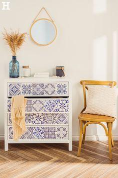 Natürlich maritimer Look für dein Schlaf- und Wohnzimmer. #meinhöffi Vanity, Cabinet, Storage, Furniture, Entrance, Home Decor, Link, Design, Bedroom