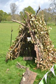 "I love this natural den – from Kids in the Garden ("",), – natural playground ideas Outdoor Learning, Outdoor Activities, Natural Play Spaces, Forest School Activities, Backyard Playground, Playground Ideas, Sensory Garden, Preschool Garden, Den Ideas"