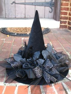 Black as Night Halloween Witches Hat by English Rose Designs via Etsy (caption previous pinner, thanks) GRS says: Ahhh. Love the black flowers and ribbons on it. Casa Halloween, Halloween Witch Hat, Halloween 2016, Halloween Projects, Holidays Halloween, Happy Halloween, Halloween Decorations, Witch Hats, Diy Witch Hat