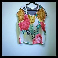 Floral top Beautiful polyester print on front and cotton heather on back - Size Small but can wear as Large easy Jennifer Lopez Tops Blouses