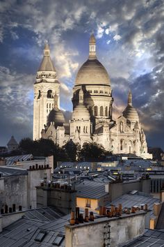 Sacré-Coeur at night - One of the things most worth seeing in Paris