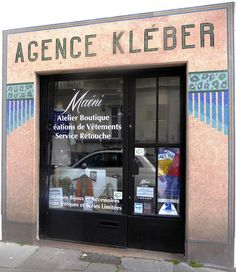 Des signes sur les murs: Agence Kléber
