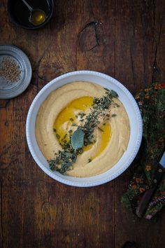 Discover how to make your own HUMMUS dip! Packed with good-for-you fats, hummus is a favorite go-to for quick, healthy snacks and hors d'oeuvres. Vegetarian Recipes, Cooking Recipes, Healthy Recipes, Vegan Vegetarian, Pumpkin Hummus, Pumpkin Dip, Best Hummus Recipe, Great Recipes, Favorite Recipes
