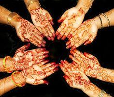 Google Image Result for http://1.bp.blogspot.com/_9SNMz2P9vBc/TO3srTim3oI/AAAAAAAAAGM/6OyMX3B01Dc/s1600/Henna-Body-Painting.jpg
