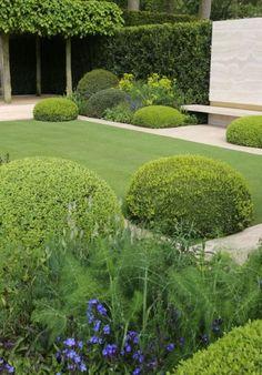 Groen met buxus, gras en klimop.