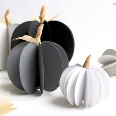 DIY Paper Pumpkins : awesome idea for a DIY halloween project! You can decorate your class (a dorm or even home!) with these cool paper pumpkins this season as they look soo amazing and are easy to make - it's 'a must have' this fall. Comida De Halloween Ideas, Dulceros Halloween, Halloween Decorations For Kids, Love Decorations, Easy Halloween Crafts, Paper Decorations, Diy Pumpkin, Pumpkin Crafts, Paper Pumpkin
