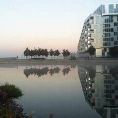 Reflection if the 8House. Photo by Sidsel HArtlev.