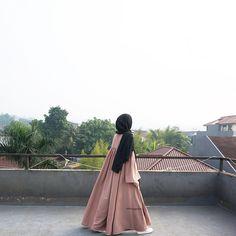 Niqab Fashion, Muslim Fashion, Burqa Designs, Islamic Girl, Casual Hijab Outfit, Kurti Designs Party Wear, Girl Hijab, Muslim Girls, Beautiful Hijab