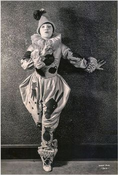 Child Star of Vaudeville and Film, Mary Miles Minter, circa York. Child Star of Vaudeville and Film, Mary Miles Minter, circa Pierrot Costume, Pierrot Clown, Old Circus, Circus Clown, Night Circus, Old Photos, Vintage Photos, Vintage Photographs, Circus Aesthetic