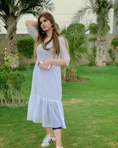 Pakistani Models, Pakistani Actress, Handsome Boy Photo, Pakistani Dresses Casual, Sexy Jeans, Girls Jeans, Dress Collection, White Dress, Short Sleeve Dresses