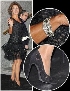 Naty con un vestido de coctel negro que combina encajes, pedrería y tul y bolso negro de seda. Como accesorios, unos guantes blancos y un brazalete de Suárez en 2008.