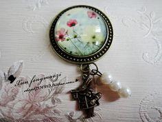 Alice garden rabbit brooch