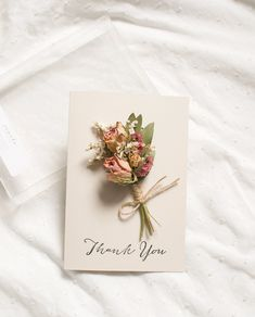 Small Flower Bouquet, Small Flowers, Dried Flowers, Wildflower Drawing, Flower Packaging, Presents For Friends, Cool Cards, Flower Cards, Small Gifts