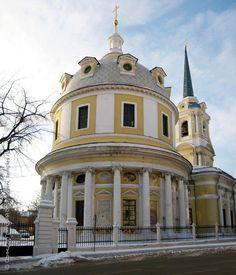 Церковь Вознесения на Гороховом поле, в Москве. Вид на храм-ротонду со стороны улицы Радио. Фотография.