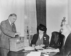 William Lyon Mackenzie King voting in the referendum in Ontario, Canadian History, Major Events, Military Service, Photo Displays, Famous Quotes, World War Ii, Wwii, April 27