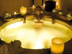 feng shui bath Restaurant Trends, Ways To Relax, Skin Care Cream, Home Spa, Feng Shui, Unique Hotels, Corner Bathtub, Spa Bedroom, Wellness Spa