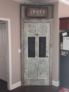 Pallet Pantry, Pallet Projects, Pallet Ideas, Diy Projects, Urban Kitchen, Spice Bottles, Scandinavian Kitchen, Lake Cottage, Western Decor