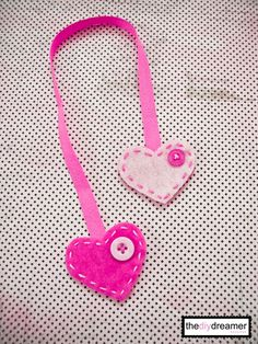 DIY Felt and Ribbon, Heart Bookmark...this is so sweet, would make a great Valentine's gift!