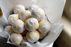 White Chocolate Lemon Truffles..white chocolate and lemon...my two favorite dessert flavors  together!
