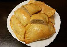 Káposztás kapusznyika (káposztás buci) | Ancsyka001 receptje - Cookpad receptek Snack Recipes, Snacks, Camembert Cheese, Chips, Bread, Food, Drinks, Google, Meals