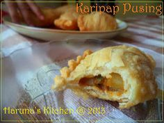 Spiral Curry Puffs (Karipap Pusing) dengan Step by Step Pembuatannya Curry Puff Recipe, Creative Food, Finger Foods, Apple Pie, Indian Food Recipes, Food And Drink, Cooking Recipes, Bread, Snacks