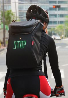 Mochila indicadora de maniobras para ciclistas