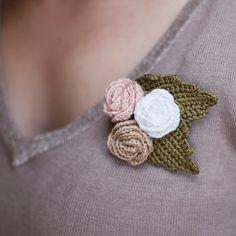 Crochet flower brooch roses with leaves  beige pale by SvetlanaN, $15.00