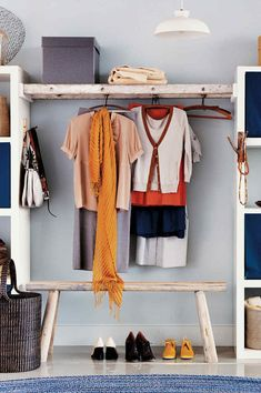 Don't have the space that a walk-in closet demands? Try building a walk-by. An old ladder bridges the gap between two basic shelving units and creates a homey space to hang clothes-a far cry from the typical sterile, stainless steel rod. Diy Clothes Hangers, Diy Clothes Storage, Hanging Clothes, Diy Home Decor Rustic, Diy Home Decor Bedroom, Bedroom Ideas, Closet Shelves, Closet Storage, Ladder Shelves