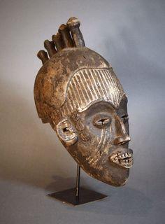 Nu in de #Catawiki veilingen: Old African Tribal IGBO ( IBO ) Maiden helmet mask. Nigeria.