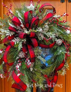 Christmas Door Wreaths, Christmas Swags, Christmas Lanterns, Christmas Door Decorations, Christmas Flowers, Christmas Centerpieces, Holiday Wreaths, Christmas Holidays, Christmas Crafts