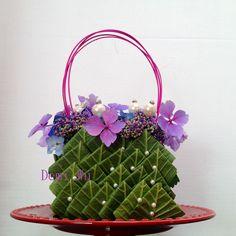 Floral Design by ? Flower Bag, Flower Girl Basket, Flower Show, Flower Boxes, Deco Floral, Arte Floral, Floral Design, Floral Bags, Floral Purses