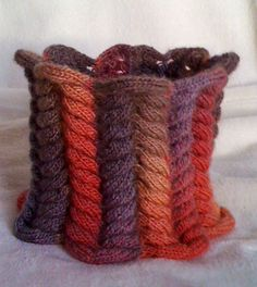 au chaud... - Easy Crochetréalisé par Lesboutsdini avec la laine multicolore 294e410 disponible sur www.crochet-laine-et-tricot.com Les explications necessaires à la réalisation de ce point fantaisie sont disponibles ici : http://www.crochet-laine-et-tricot.com/index.php?id_category=18&controller=category