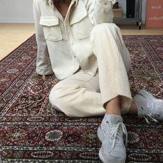 """Behr """"Swiss Coffee"""" and """"Montpelier Madison White"""" by melbennett by Look Fashion, Fashion Outfits, Womens Fashion, Fashion Trends, Sporty Outfits, Easy Style, Quoi Porter, Jeans Boyfriend, Into The Fire"""