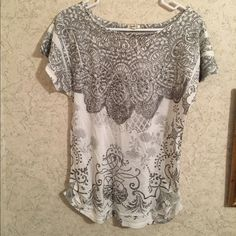 Maurices Studio Y shirt Trendy studio Y top from Maurices that has full front and back print with decorative detailing on chest and side rusching. Like new - worn once! Maurices Tops Tees - Short Sleeve