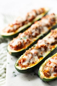 Beef Stuffed Zucchini Boats: Delicious ground beef, cooked with delicious spices, and tossed w. Stuffed Zuchini Boats, Baked Zucchini Boats, Zucchini Boat Recipes, Bake Zucchini, Stuffed Zucchini Recipes, Zucchini Casserole, Recipe With Ground Beef And Zucchini, Skinnytaste Zucchini Boats, Zucchini Recipes With Tomato Sauce