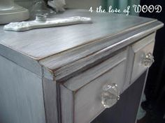 4 the love of wood: JUST PRIMER AND SOME WAX - how to white washed dove grey This site has tons of info on different finishes and refinishing old furniture! Furniture for my living room Old Furniture, Distressed Furniture, Refurbished Furniture, Paint Furniture, Repurposed Furniture, Furniture Projects, Furniture Makeover, Diy Projects, Western Furniture